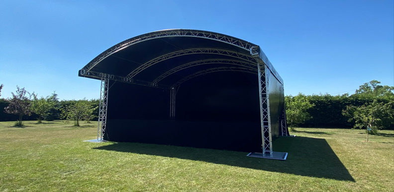 8 x 6 Stage